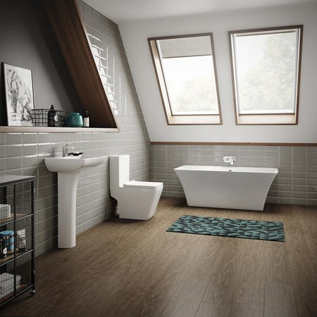 Seattle 1690 Freestanding Bath with Voss Suite
