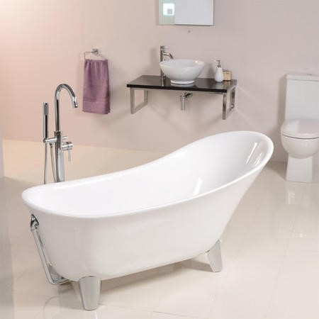 Solar Freestanding Bath with Modern Feet