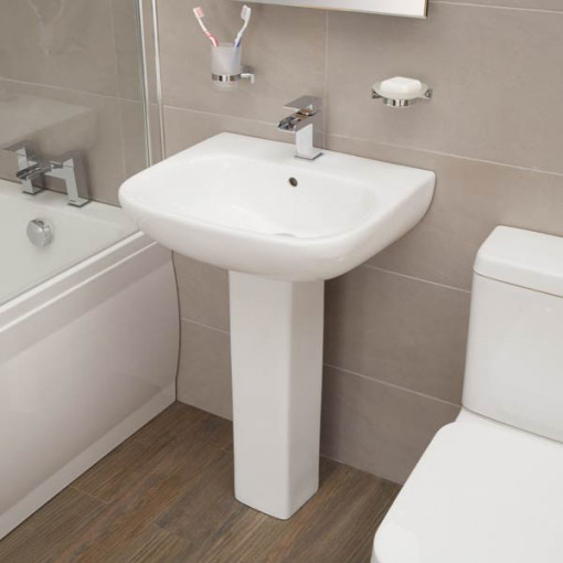 Carona 1700 Bathroom Suite and Single Rectangle Bath Screen with Towel Rail