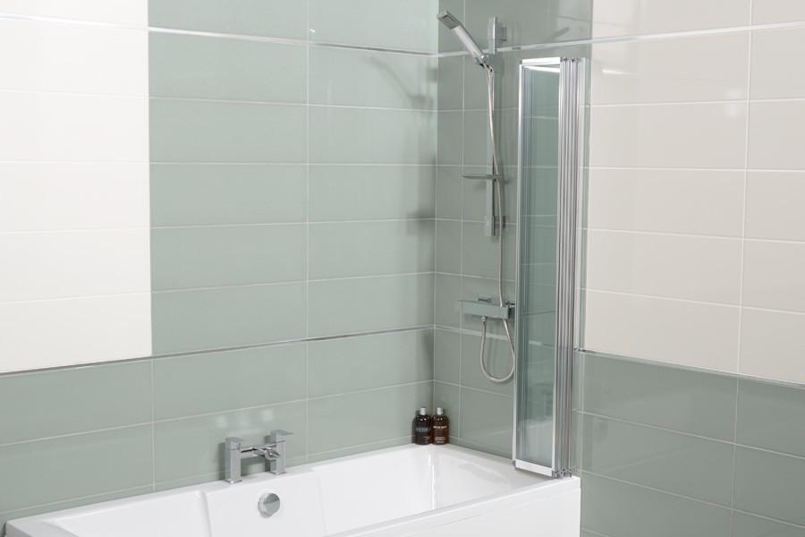 Straight Top Fold Bath Shower Screen