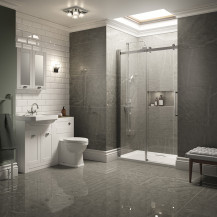 Traditional White Park Royal Suite with Shower Door & Single Tap Hole Basin